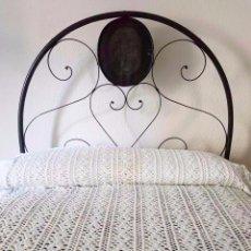 Antigüedades: COLCHA DE GANCHILLO EN PERFECTO ESTADO, CAMA DE 90. HILO DE PERLE . Lote 93268190