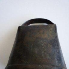 Antigüedades: ANTIGUO CENCERRO CON BADAJO DE CUERNO. Lote 93319020