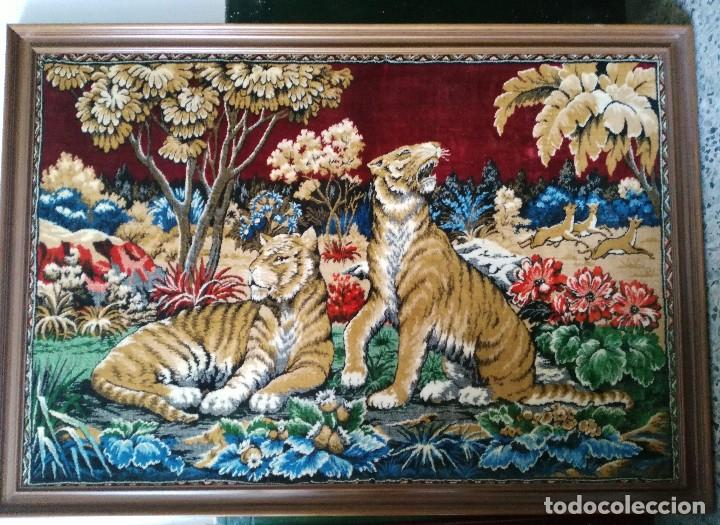 TAPIZ CON ESCENA DE TIGRES (Antigüedades - Hogar y Decoración - Tapices Antiguos)