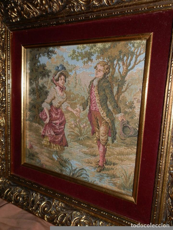 Antigüedades: TRES FINOS TAPICES FRANCESES,MECANICOS, S.XX ROMANTICISMO.MARCO MADERA DORADA 75MM.CON MARIALUISA - Foto 3 - 93354565