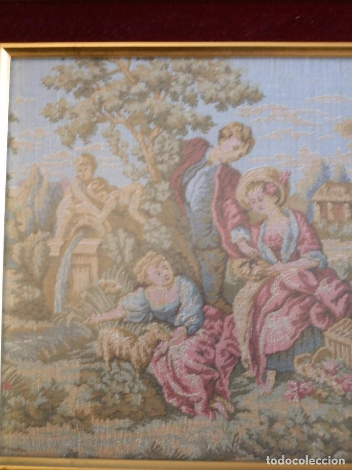 Antigüedades: TRES FINOS TAPICES FRANCESES,MECANICOS, S.XX ROMANTICISMO.MARCO MADERA DORADA 75MM.CON MARIALUISA - Foto 7 - 93354565