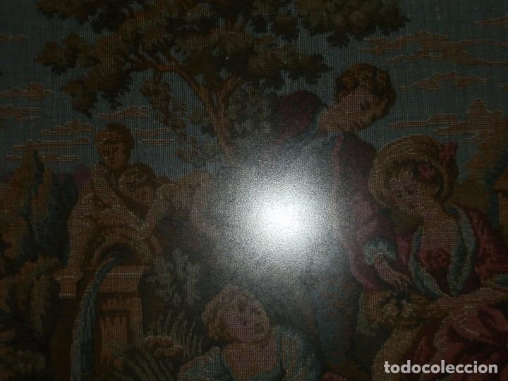 Antigüedades: TRES FINOS TAPICES FRANCESES,MECANICOS, S.XX ROMANTICISMO.MARCO MADERA DORADA 75MM.CON MARIALUISA - Foto 9 - 93354565