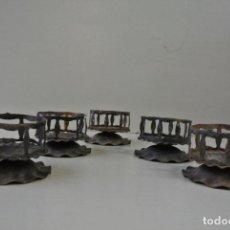 Antigüedades: LOTE DE CINCO PORTAVELAS. HIERRO FORJADO. MODERNISTAS. Lote 93402440