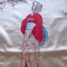 Antigüedades: EXCEPCIONAL CUBRECAMA CHINO BORDADO SOBRE SEDA. DETALLES EN OLEO. TAPIZ MODERNISTA, XIX. Lote 93632990