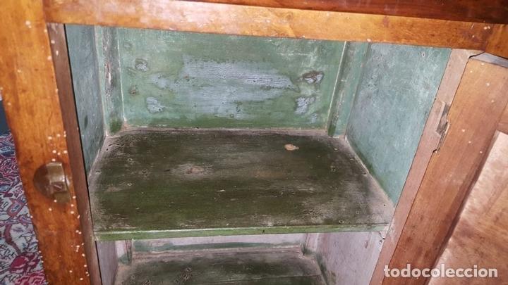 Antigüedades: MESITA DE NOCHE EN MADERA DE NOGAL. ESTILO IMPERIO. ESPAÑA. CIRCA 1800. - Foto 10 - 93666910
