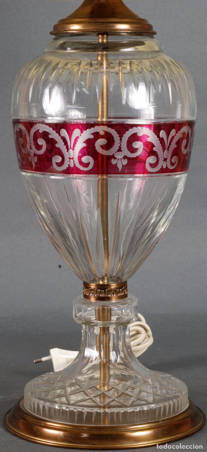 Antigüedades: Lámpara sobremesa cristal Bohemia tallado y bronce siglo XX - Foto 2 - 93682010