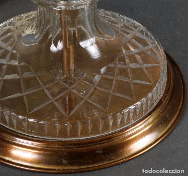 Antigüedades: Lámpara sobremesa cristal Bohemia tallado y bronce siglo XX - Foto 6 - 93682010