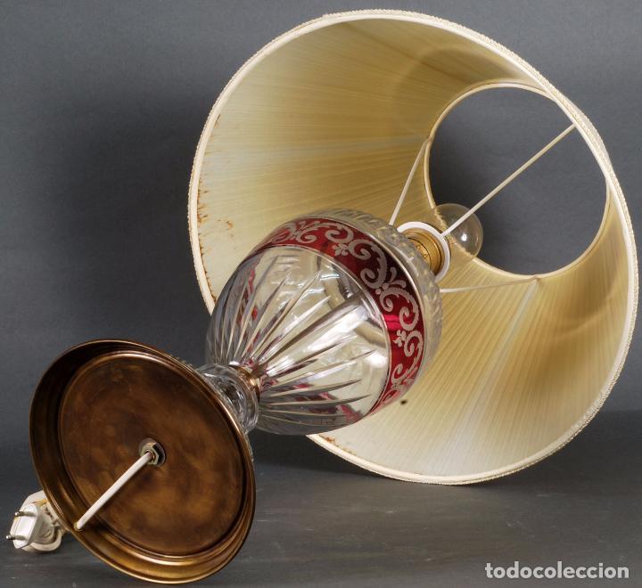 Antigüedades: Lámpara sobremesa cristal Bohemia tallado y bronce siglo XX - Foto 7 - 93682010