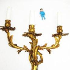 Antigüedades: LAMPARA ANTIGUA APLIQUE DE PARED BRONCE AL ORO ESTILO LUIS XV CIRCA 1930. Lote 93824285