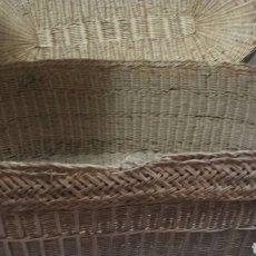 Antigüedades: CESTILLO CANASTA ANTIGUO MIMBRE TRENZADO AÑOS 1930 CON TAPA. Lote 93841858