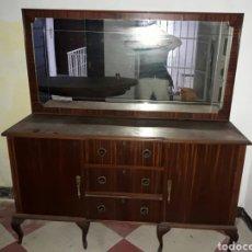 Antigüedades: GRAN Y ANTIGUA COMODA CON ESPEJO ESTILO ISABELINO. Lote 93847238