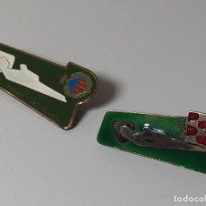 Antigüedades: LOTE DE 1 BROCHES Y 1 PIN ESMALTADOS HOSPITALITAT GIRONA . Lote 93874695