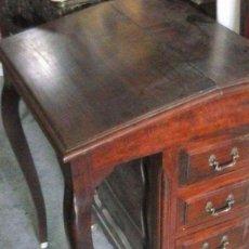 Antiquitäten - ESCRITORIO INGLÉS CON CAJONES LATERALES. Admite ofertas - 93904640