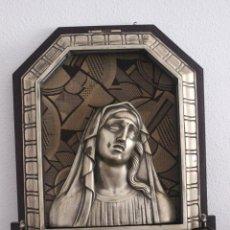 Antigüedades: LAMPARA CAPILLA-VIRGEN DE METAL PLATEADO CALAMINA O SIMILAR, SOBRE MADERA ENTELADA-CON LUZ-65X50CM. Lote 93914865