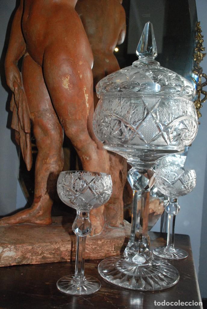 ESPECTACULAR PONCHERA ALTA DE CRISTAL TALLADO (Antigüedades - Cristal y Vidrio - Bohemia)
