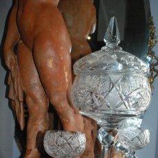 Antigüedades: ESPECTACULAR PONCHERA ALTA DE CRISTAL TALLADO. Lote 93916410