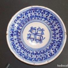 Antigüedades: PLATO ANTIGUO DE CERÁMICA LOZA ALCORA ESPAÑOL. Lote 93922280