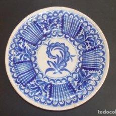Antigüedades: PLATO ANTIGUO DE CERÁMICA LOZA MANISES ESPAÑOL. Lote 93922635