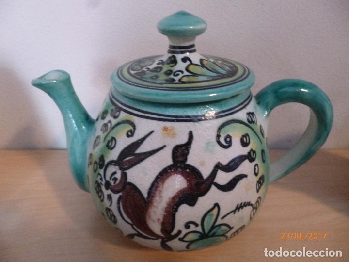 Antigüedades: Juego de café Puente del Arzobispo. 15 piezas taller La Purisima mas 1 jarra de agua independiente. - Foto 5 - 93963385
