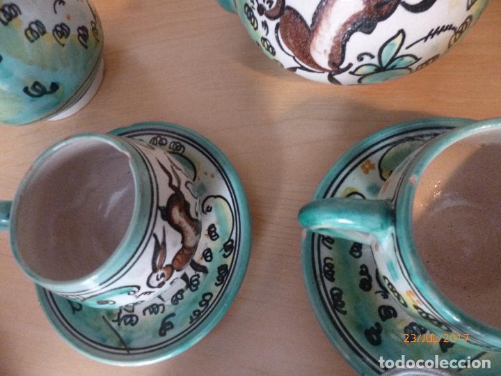 Antigüedades: Juego de café Puente del Arzobispo. 15 piezas taller La Purisima mas 1 jarra de agua independiente. - Foto 10 - 93963385