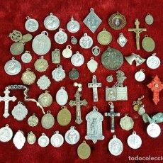Antigüedades: COLECCIÓN DE 65 MEDALLAS RELIGIOSAS. METAL PLATEADO. SIGLO XIX-XX. . Lote 93978550
