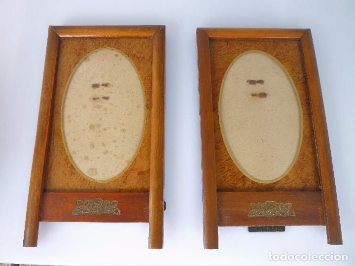 2 MARCOS DE MADERA NOBLE 19 X 10,5 AÑOS 40 .CON PASPARTU DE MADERA, CRISTAL Y DECORACIÓN EN DORADO (Antigüedades - Hogar y Decoración - Portafotos Antiguos)