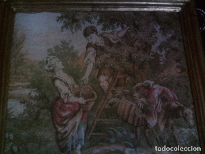 Antigüedades: PRECIOSO Y ANTIGUO TAPIZ DE TELAR ENMARCADO, ESCENA CAMPESRE, EN EL FRUTAL. MIDE 55 X 55CM. - Foto 2 - 94073420