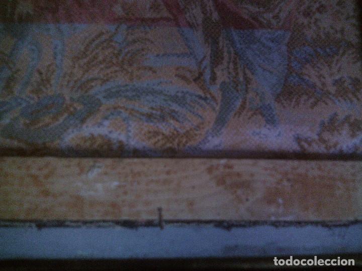 Antigüedades: PRECIOSO Y ANTIGUO TAPIZ DE TELAR ENMARCADO, ESCENA CAMPESRE, EN EL FRUTAL. MIDE 55 X 55CM. - Foto 9 - 94073420