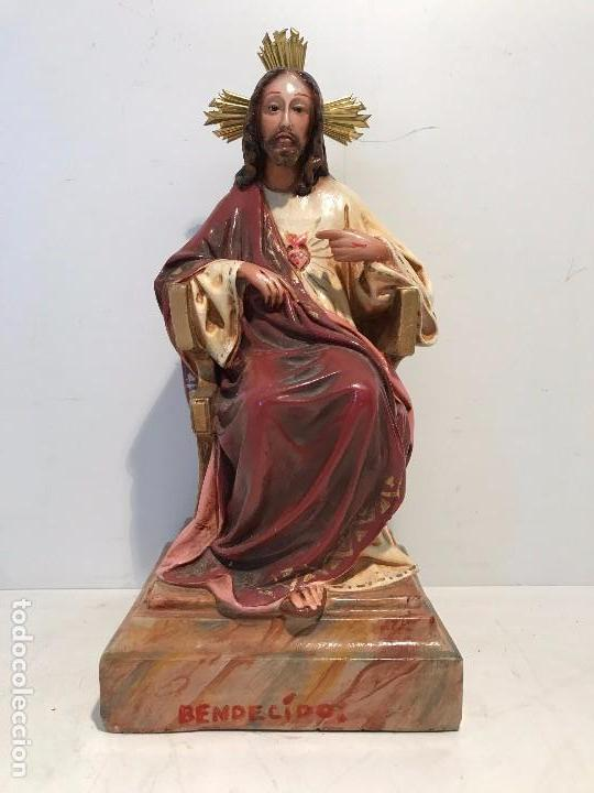 SAGRADO CORAZON ENTRONIZADO DE ESTUCO ANTIGUO , 29CM. (Antigüedades - Religiosas - Varios)