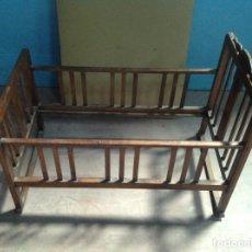 Antigüedades: CUNA BALANCÍN DE MADERA 1900. Lote 94138150