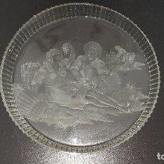 Antigüedades: PLATO GRANDE O BANDEJA DE CRISTAL TALLADO DE AUTOR FIRMADO J.GOMEZ. Lote 94138935