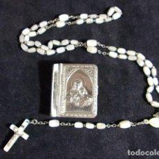 Antigüedades: ANTIGUO ROSARIO DE NACAR EN ESTUCHE MINIATURA FORMA DE LIBRITO .EN METAL PLATEADO. Lote 94150750
