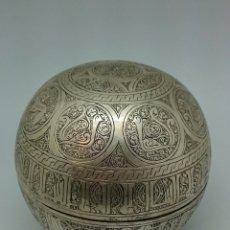 Antigüedades: EXCEPCIONAL COFRE ESFERA COMPLETAMENTE LABRADO. ALPACA PLATEADA. Lote 94161530