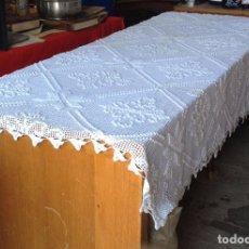 Antigüedades: MANTEL RECTANGULAR GANCHILLO A MANO. Lote 94197840