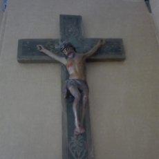 Antigüedades: ANTIGUO CRISTO DE OLOT O DE MADERA CON CRUZ DE MADERA DORADA MUY ANTIGUO. Lote 94229610