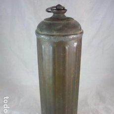 Antigüedades: BOTELLA CALIENTA CAMAS LATON - 30CM. Lote 94268010