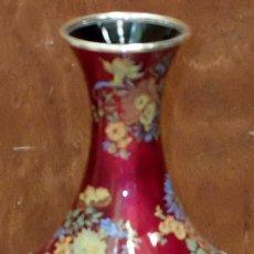 Antigüedades: PRECIOSO JARRON EN PLATA DE LEY Y DECORACIONES ESMALTADAS. CIRCA 1950. Lote 94304826