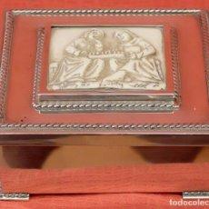 Antigüedades: PRECIOSA CAJA EN PLATA DE LEY Y MEDALLON CENTRAL EN MARFIL. Lote 94313958