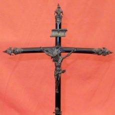Antigüedades: CRUCIFIJO ISABELINO REALIZADO EN PLATA Y CRUZ DE MADERA. CIRCA 1850. Lote 94374990