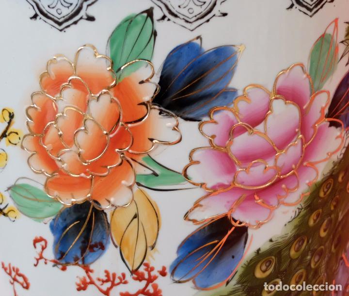 Antigüedades: ANTIGUO PARAGUERO DE MANUFACTURA CHINA EN PORCELANA PINTADA. MEDIADOS SIGLO XX - Foto 9 - 94381770