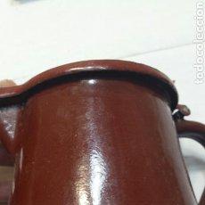 Antigüedades: CAFETERA ANTIGUA ESMALTADA AÑOS 60. Lote 94410327