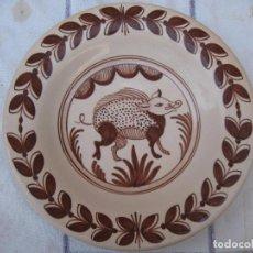 Antigüedades: PLATO GRANDE EN CERAMICA VIDRIADA Y PINTADA - NIVEIRO - TALAVERA DE LA REINA ( TOLEDO ). Lote 94469538