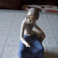 Antigüedades: FIGURA DE MUJER DE PORCELANA PINTADA. REX, VALENCIA. HAND MADE (HECHO A MANO).. Lote 94487510