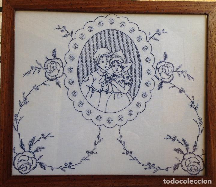 Antigüedades: PRECIOSO BORDADO HECHO A MANO REPRESENTANDO PAREJA DE NIÑOS HOLANDESES ENMARCADO . - Foto 4 - 94490810