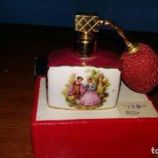 Antigüedades: FRASCO DE PERFUME DE PORCELANA ADORNADA EL ORO 24 K. Lote 98128855