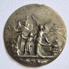 Antigüedades: ANTIGUA MEDALLA ANGEL DE LA GUARDA RELIEVE * FECHADA 1910. Lote 94674247