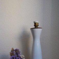 Antigüedades: PRECIOSA LÁMPARA DE PORCELANA Y MADERA - AÑOS 50. Lote 94716559