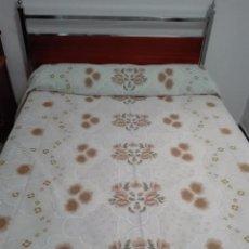 Antigüedades: ANTIGUA COLCHA FLECOS . CAMA DE 135, NUEVA. Lote 94723707