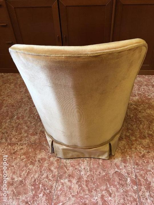 Antigüedades: SILLÓN DESCALZADOR AÑOS 60-70, BUEN ESTADO DE TAPIZERIA, NO TIENE CARCOMA - Foto 3 - 94729703