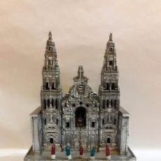 Antigüedades: FIGURA APOSTOL SANTIAGO EN CATEDRAL DE SANTIAGO CON MUSICA Y LUZ. Lote 94828767